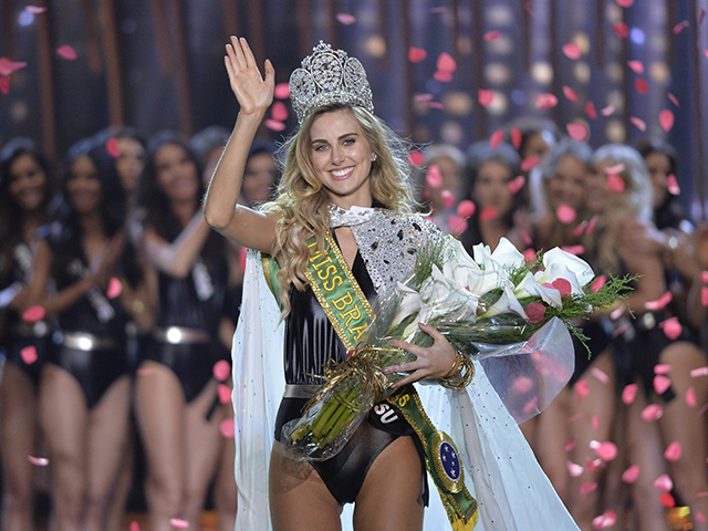 SAO PAULO, BRAZIL - NOVEMBER 18:  Miss Rio Grande do Sul Marthina Brandt waves to the audience after being crowned Miss Brasil 2015 at Citibank Hall on November 18, 2015 in Sao Paulo, Brazil. (Photo by Levi Bianco/Brazil Photo Press/LatinContent/Getty Images)