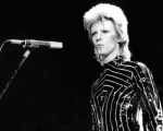 David Bowie em show nos anso 70 em Los Angelos, EUA