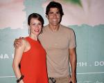 Reynaldo Gianecchini com Mariana Ximenes em estreia de peça no Rio: bronzeado de dar inveja
