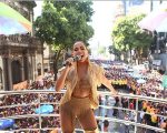 Anitta puxando seu Bloco das Poderosas