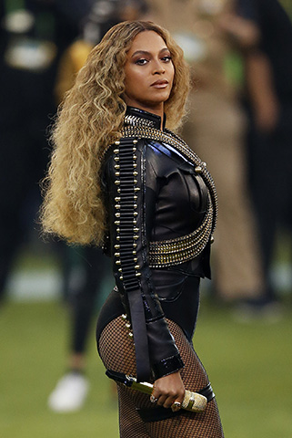 SANTA CLARA, CA - FEBRUARY 07:  Beyonce performs during the Pepsi Super Bowl 50 Halftime Show at Levi's Stadium on February 7, 2016 in Santa Clara, California.  (Photo by Ezra Shaw/Getty Images)