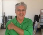 a Caetano Veloso comemora vitória da Mangueira, que homenageou sua irmã, Maria Bethânia