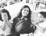 Bia com Sophia, Alice e a caçula Julia