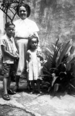 Caetano com Daia e Bethânia na década de 1940
