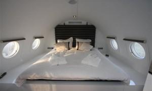 Já imaginou passar suas férias dentro de um avião? Glamurama explica