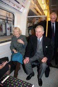 Príncipe Charles andando de metrô em Londres? Vem ver!