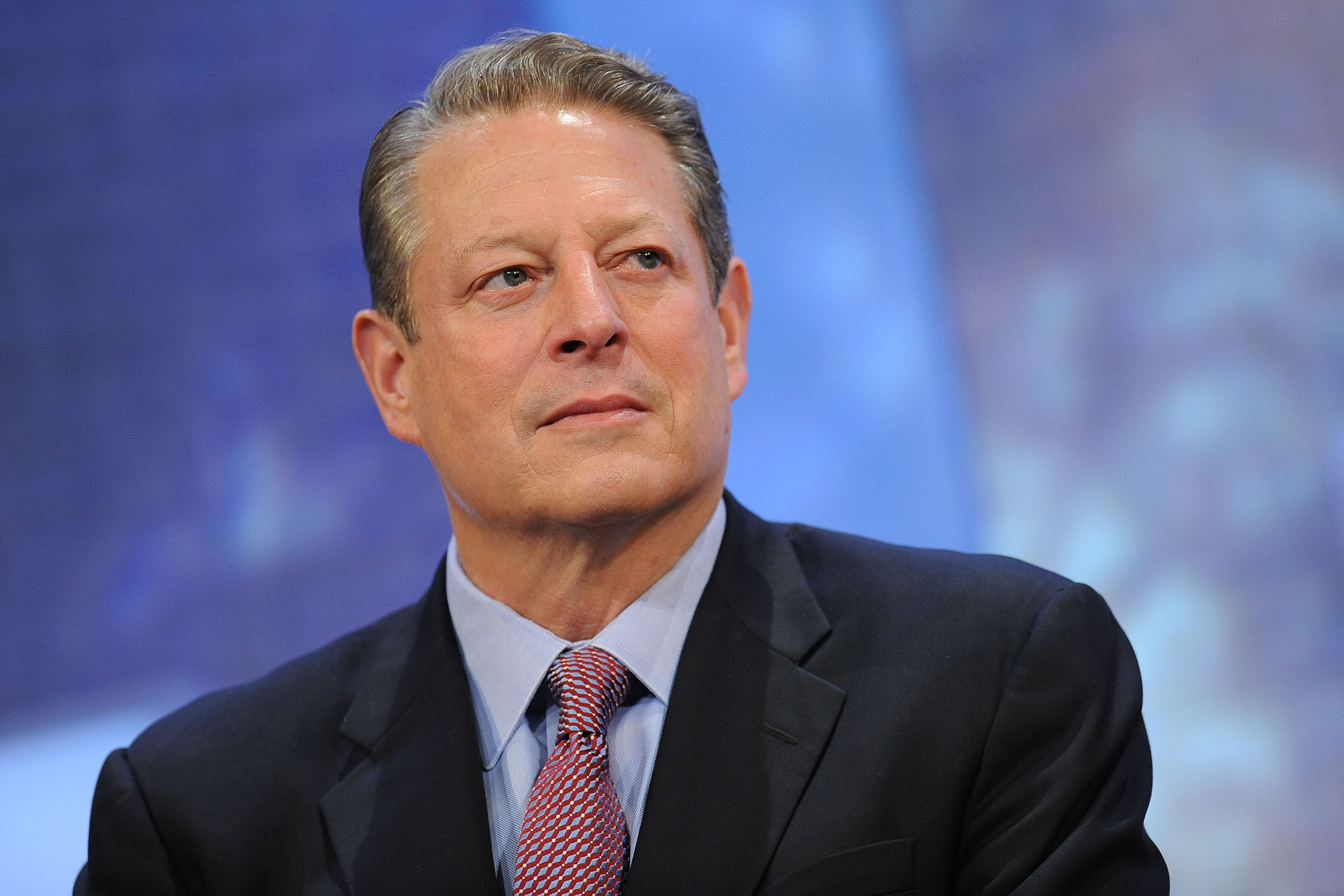 The 69-year old son of father Albert Arnold Gore and mother Pauline LaFon Gore, 187 cm tall Al Gore in 2018 photo