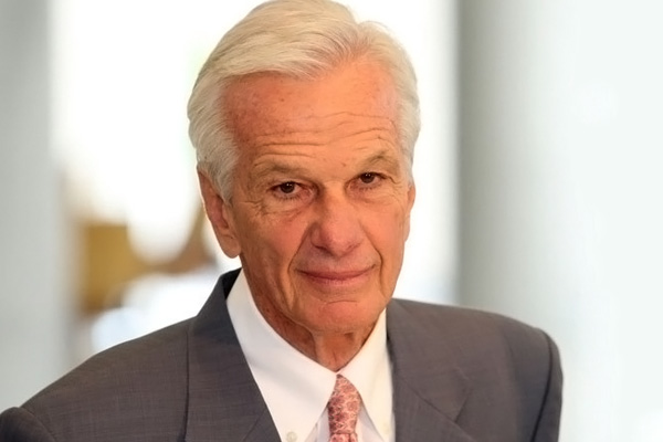 The 77-year old son of father Leco and mother Anna Yvette Truebner, 176 cm tall Jorge Paulo Lemann in 2017 photo