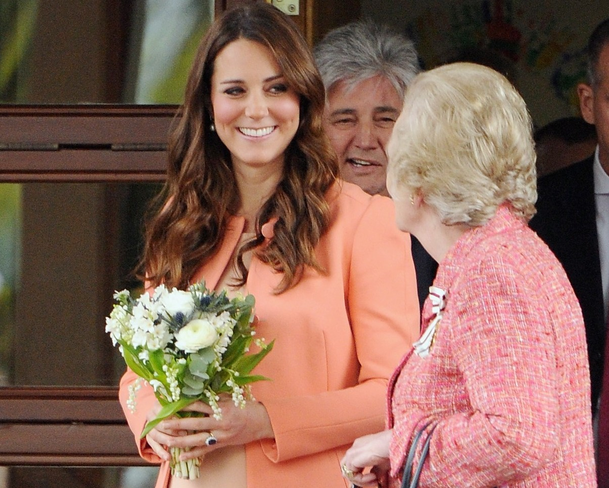 Kate Middleton e a famlia real visitam a casa de sade infantil Naomi House na Inglaterra