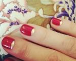 As unhas de Charlotte Olympia