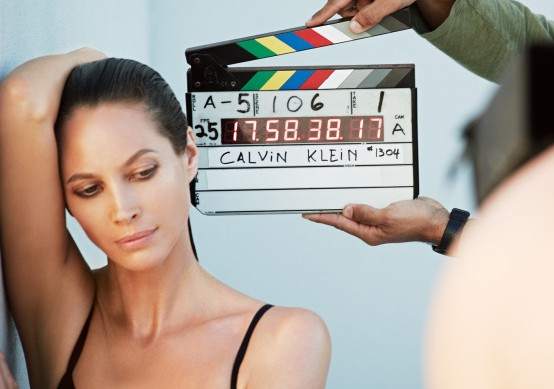 Christy Turlington posando para a campanha outono 2013 da Calvin Klein Underwear