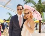 Charlotte com o marido, Maxim Crewe: bebê a bordo!