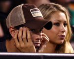 KEY BISCAYNE, FL - APRIL 02:  Enrique Iglesias and girlfriend Anna Kournikova watch as Venus Williams plays her semifinal match against Serena Williams at the Sony Ericsson Open at the Crandon Park Tennis Center on April 2, 2009 in Key Biscayne, Florida.  (Photo by Clive Brunskill/Getty Images) *** Local Caption *** Enrique Iglesias;Anna Kournikova
