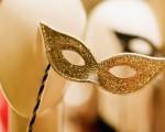 Touro – signo de terra regido por Vênus - que aqui comanda a atratividade, o ouro e o dinheiro -, pode usar e abusar do dourado. Fantasias de deuses e reis egípcios combinam bastante com os taurinos. Alô, Cleópatra!