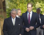 LONDON, ENGLAND - NOVEMBER 26: Prince William, Duke of Cambridge (R) and his father Prince Charles, Prince of Wales attend a meeting of 'United for Wildlife' at the Zoological Society of London on November 26, 2013 in London, England. The Duke of Cambridge is President of United for Wildlife, a collaboration of seven of the largest global Conservation organisations. (Photo by  Eddie Mulholland-WPA Pool/Getty Images)