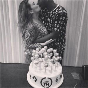 Thiaguinho ganha festa de aniversário da namorada, Fernanda Souza