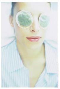 Dermatologista dá dicas para combater as olheiras. Escolha suas armas