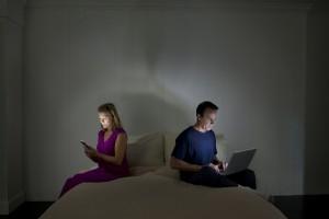Para 89% dos entrevistados, uso intenso de celular prejudica relacionamentos