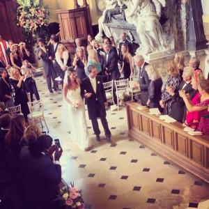 Casamento poderoso reúne turma jet-setter no Reino Unido. Aos detalhes