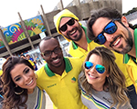 Marcos Mion, Anitta, Thiago Lacerda e Fernanda Souza juntos no Mineirão