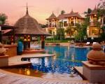 Layana Resort and Spa, Koh Lanta, Tailândia - A ilha tailandesa de Koh Lanta tem belas praias frente ao mar de Andamão. Cercado por vegetação, o Layana Resort combina modernidade com decoração tradicional da Tailândia. Os 50 bangalôs e pavilhões do resort ficam a poucos passos da piscina frente à praia, e dão aos hóspedes o conforto e luxo necessários para fazer da estadia no local ainda mais excepcional (www.layanaresort.com)