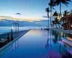 Uma das piscinas do Velaa Private Island