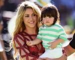 Shakira com o filho Milan na abertura da Copa 2014