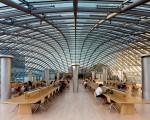 A biblioteca Joe and Rika Mansueto Library, em Chicago, nos EUA
