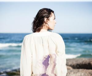 Mariana Prates lança verão da Paul & Mary no Studio Esther Giobbi