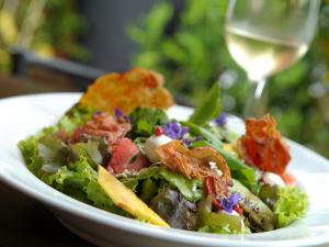 É verão! Anote uma lista de saladas mais pedidas da vez