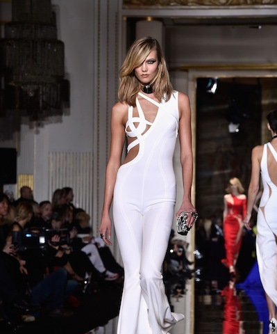 PARIS, FRANCE - JANUARY 25:  Model Karlie Kloss walks the runway during the Versace show as part of Paris Fashion Week Haute Couture Spring/Summer 2015 on January 25, 2015 in Paris, France.  (Photo by Pascal Le Segretain/Getty Images)