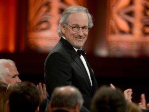 Spielberg venceu James Cameron, George Lucas e até Deus. Onde?