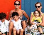 Andrea com a filha Charlotte e os netos