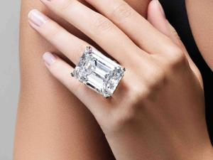 Diamante de 100 quilates é leiloado por R$ 67 milhões em NY
