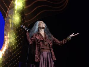 Bethânia chega aos 70 anos e Glamurama faz sua homenagem