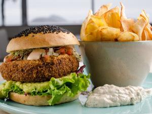 Hambúrguer de caranguejo de bar hype do Rio? A gente ensina!