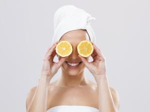 Banho de Vitamina C? O que funciona e o que nem tanto…