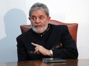 Apesar da crise política, Lula reúne amigos para jogatina
