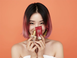 Estée Lauder escolhe coreana como novo rosto da marca