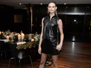 Top Behati Prinsloo é estrela do jantar da Louis Vuitton em São Paulo