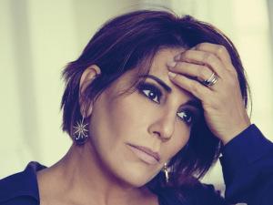 A dona do tempo: Gloria Pires sem pudores na capa da revista J.P de agosto