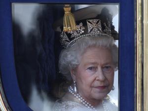 Rainha Elizabeth II vai comemorar recorde longe dos súditos
