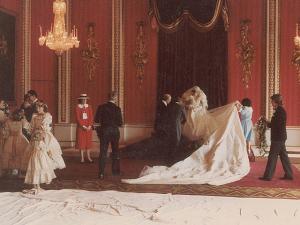 Fotos dos bastidores do casamento de Diana e Charles serão leiloadas