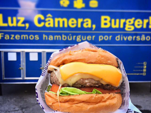 Luz, Câmera, Burger! estaciona na Casa Glamurama para o Lado B