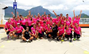 Por boa causa, glamurettes suam a camisa com a Track&Field no Rio
