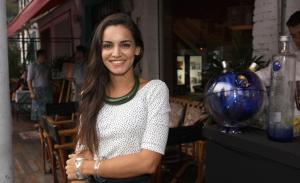 Happy hour de Raphael Falci e Renata Vanzetto anima noite em SP