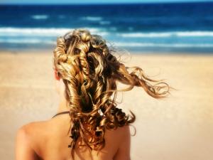 Cris Dios dá as dicas para ter cabelos saudáveis até no verão