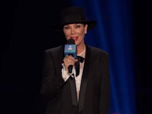 Kris Jenner é vaiada ao apresentar atração no show da rádio iHeartRadio