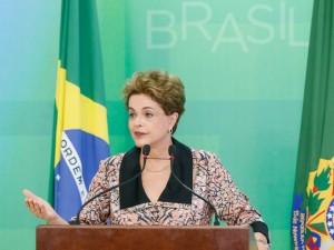 """Dilma ignora polêmicas e mantém ideia de falar de """"golpe"""" na ONU"""