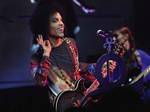 Musicais da Broadway homenageiam Prince no dia de sua morte